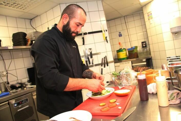 Mariusz Fedorczyk er kjøkkensjef for Sans Restaurant. (Foto: Morten Holt)