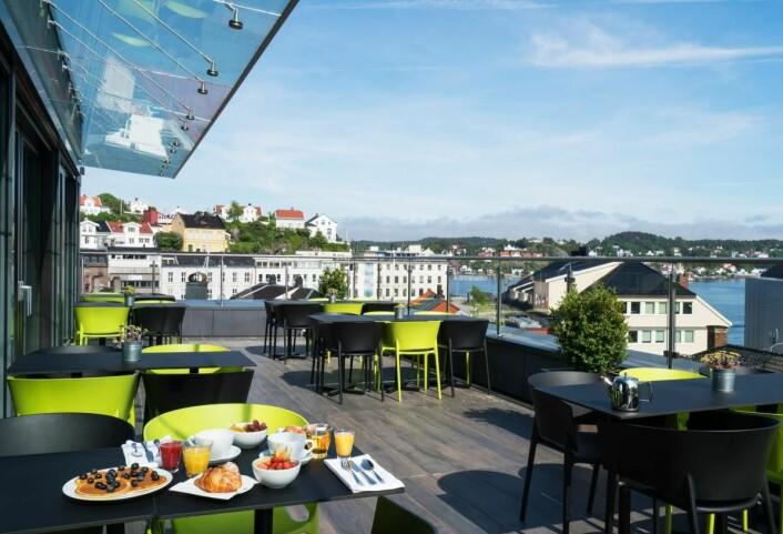 Frokost med utsikt på Thon Hotel Arendal. (Foto: Thon Hotel Arendal)