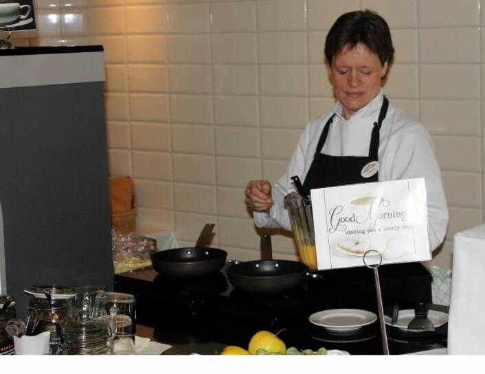 Frokosten på Hafjell Hotell er Opplands beste, ifølge juryen i Twinings Best Breakfast. Her Hanne-Mette Stensrud Wold. (Foto: Hafjell Hotell)