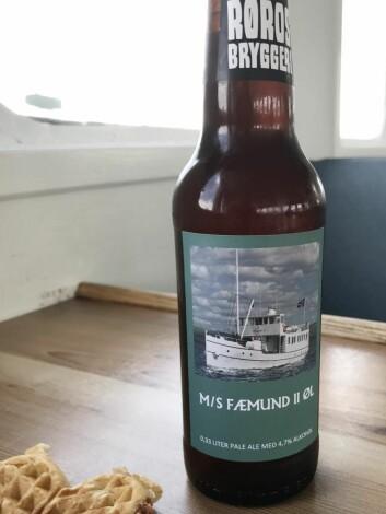 På Fæmund II får du båtens eget øl, produsert av Røros Bryggeri. Du kan også bestille lokalmatfat på båten. (Foto: Morten Holt)
