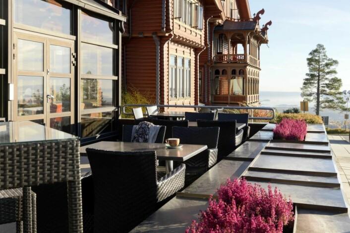 Uteserveringen på Scandic Holmenkollen Park. (Foto: Scandic Hotels)