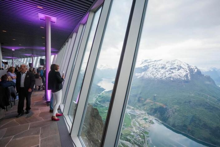 Utsikten fra restauranten. (Foto: Bård Basberg/Loen Skylift)