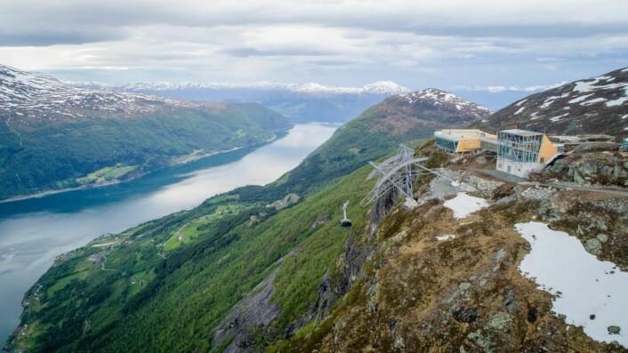 Hele regionen har fått et løft med den nye pendelbanen. (Foto: Lars Korvald/Loen Skylift)