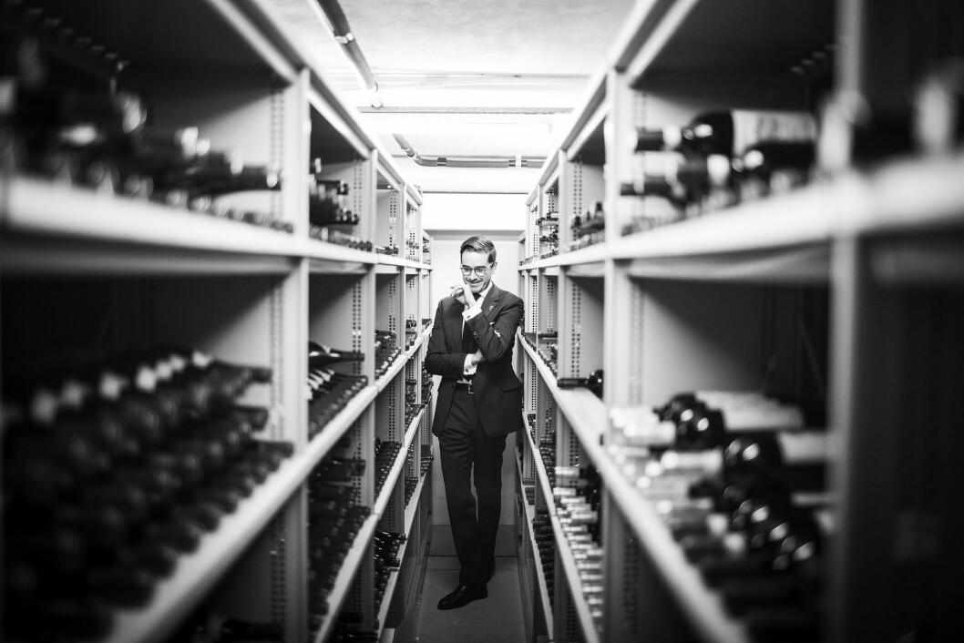 Sjefssommelier Rubén Sanz Ramiro i vinkjelleren. (Foto: Markus Crépin Sundström)