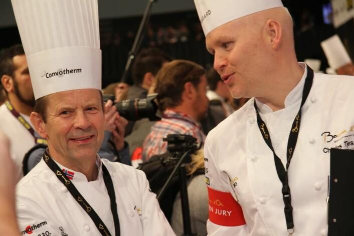 Charles Tjessem (til høyre) ble Norges tredje vinner i Bocuse d'Or, da han vant i 2003. Her sammen med Norges første medaljevinner i konkurransen, Lars Erik Underthun, som tok sølv i 1991. (Foto: Morten Holt)