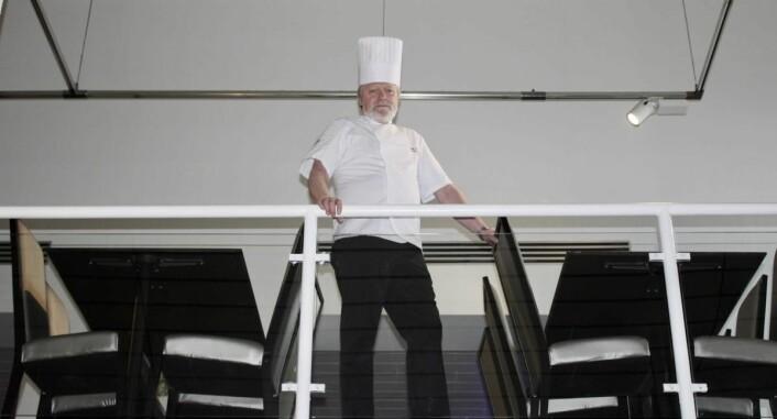 – Jeg har sagt til F&B-ansvarlig på hotellet at jeg skal jobbe til jeg er i hvert fall 70 år, men det kan jo hende jeg tar på meg noen vakter etter dette også, sier Kråkvik. (Foto: Quality Hotel Panorama)