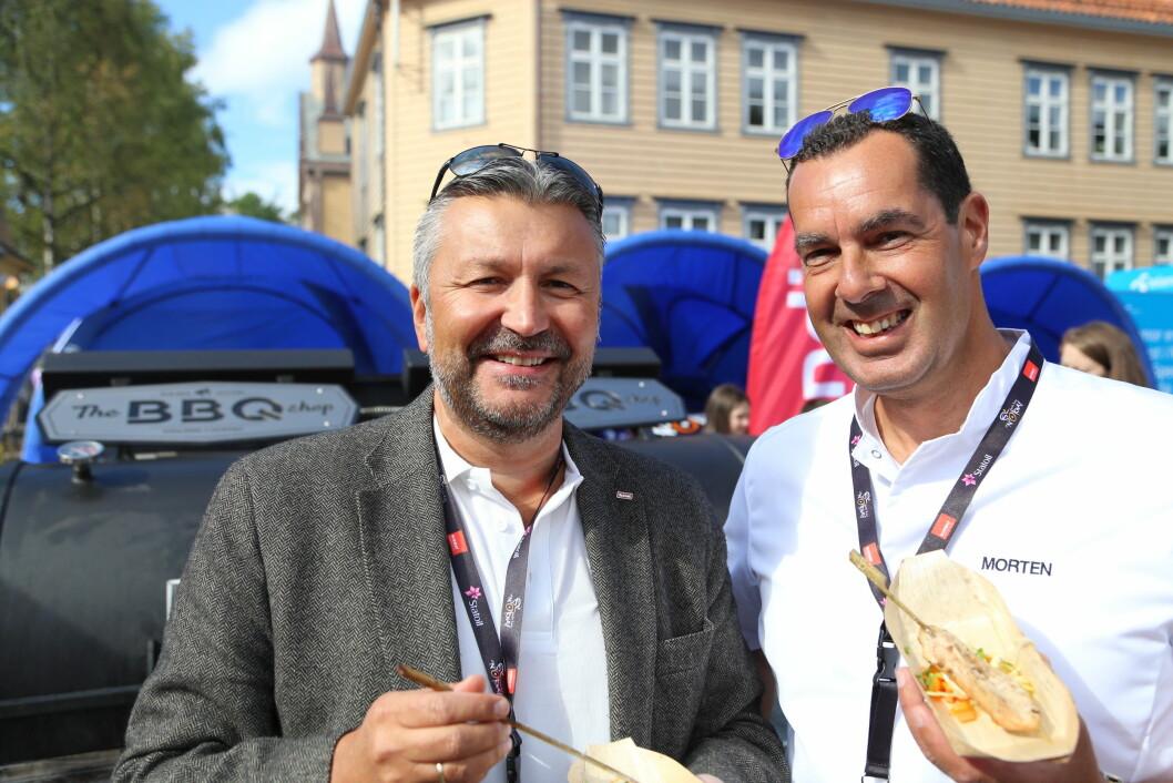 Scandics administrerende direktør i Norge, Svein Arild Steen-Mevold (til venstre) og direktør for mat og drikke i hotellkjeden, Morten Malting. (Foto: Scandic Hotels)