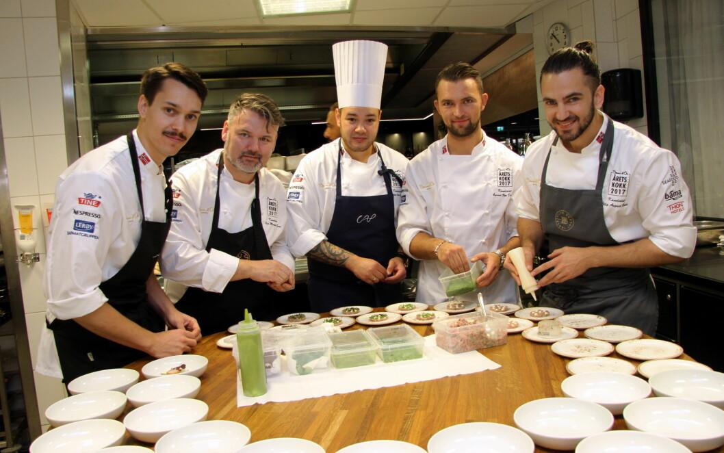 Rasmus Johnsen Skoglund (fra venstre), Geir Magnus Svae, Christian André Pettersen, Øyvind Bøe Dalelv og Filip August Bendi er de fem deltakerne som kjemper om Årets kokk-tittelen, som fører til Bocuse d'Or-deltakelse for Norge. (Foto: Morten Holt)