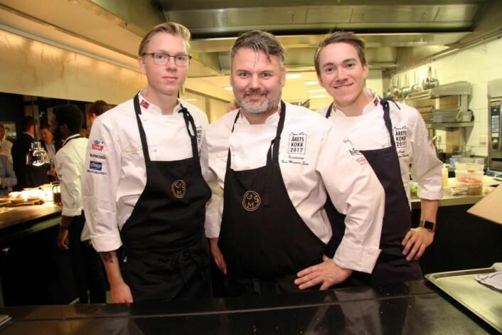 Geir Magnus Svae sammen med sin commis Henrik Falkensten (til venstre) og commis Christer Rødseth. (Foto: Morten Holt)