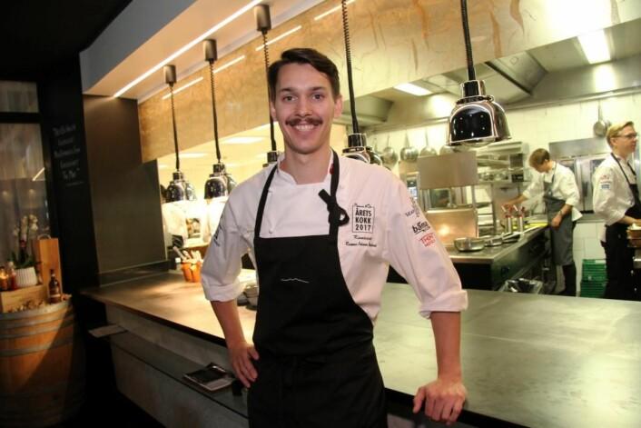 Rasmus Johnsen Skoglund er en av tre nordnorske kokker i finalen av Årets kokk 2017. (Foto: Morten Holt)
