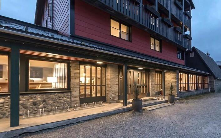 Store deler av Rondane Høyfjellshotell er pusset opp, men arbeidene vil fortsette i ett til to år til. (Foto: Rondane Høyfjellshotell)