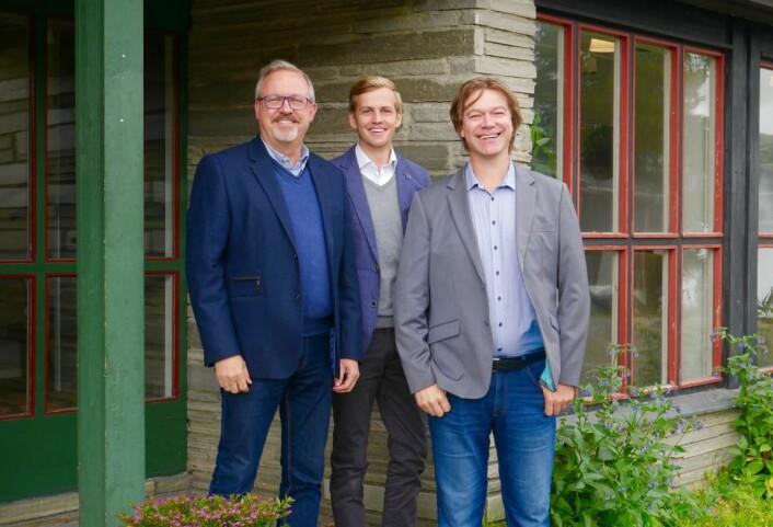 Hotellsjef Ole P. Christensen (fra venstre), markedsmedarbeider Michael Aasheim og markedssjef Ole T. Hoelseth kan melde om kraftig omsetningsvekst for Rondane Høyfjellshotell. (Foto: Verena Steinacher/Rondane Høyfjellshotell)