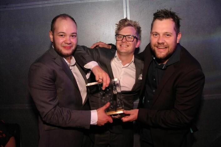 Karl Erik Pallesen i midten har vært coach for de to siste vinnerne av Årets kokk, Christopher W. Davidsen (til høyre) i 2015 og Christian A. Pettersen (til venstre) i 2017. (Foto: Morten Holt)