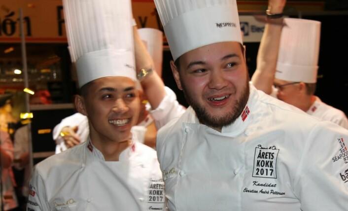 Christian A. Pettersen og commis Kim Iamram like etter at det er blitt kjent at de har vunnet Årets kokk 2017 . (Foto: Morten Holt)