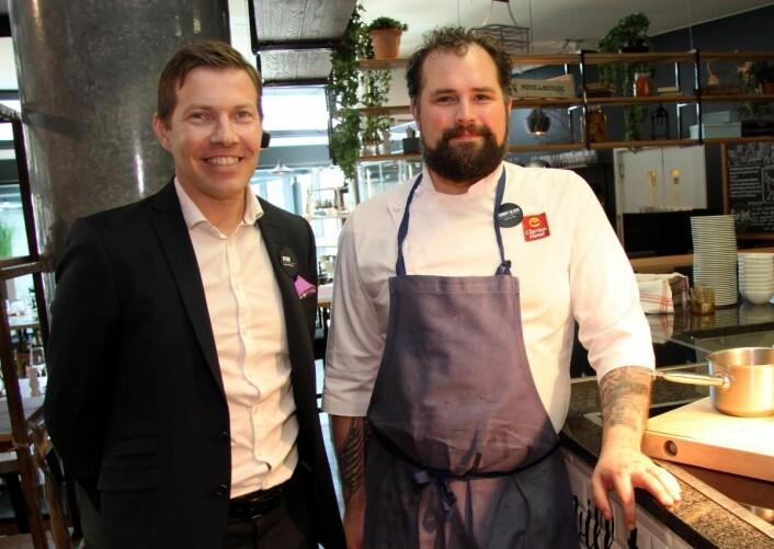Kjøkkensjef Tommy Olsen (til høyre) la ut direktørstillingen i stedet for en ny konditorstilling på Clarion Hotel The Edge. (Foto: Morten Holt)