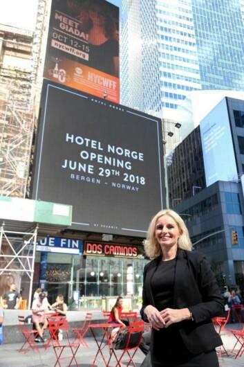 Hotelldirektør for Hotel Norge by Scandic, Lise Solheim Haukedal, på plass på Times Square i New York. (Foto: Scandic Hotels)