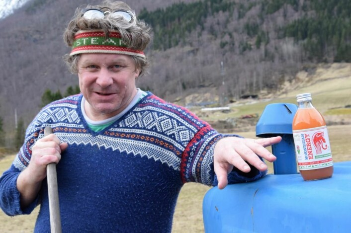 Mads Bækkelund har utviklet en energidrikk ferskpressede norske gulrøtter, ferskpressede norske epler, økologisk grønn te, vanilje og ferskpresset ingefær. (Foto: Norwegian Energy Drink)