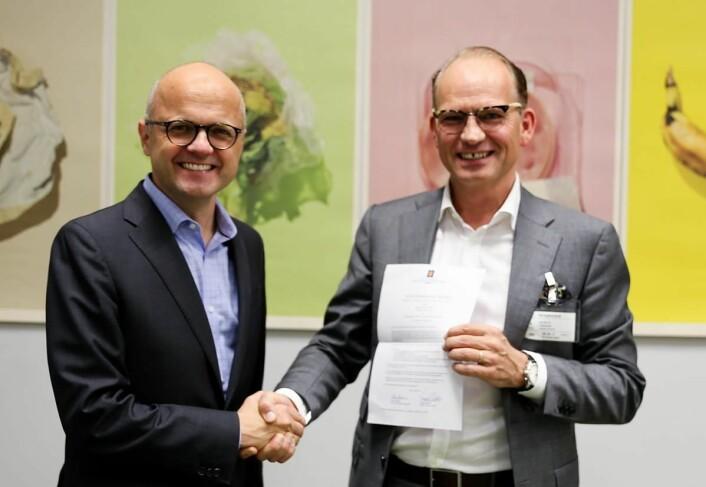 Administrerende direktør i Nordic Choice Hotels,Torgeir Silseth og klima og miljøminister Vidar Helgesen. (Foto: Nordic Choice Hotels)