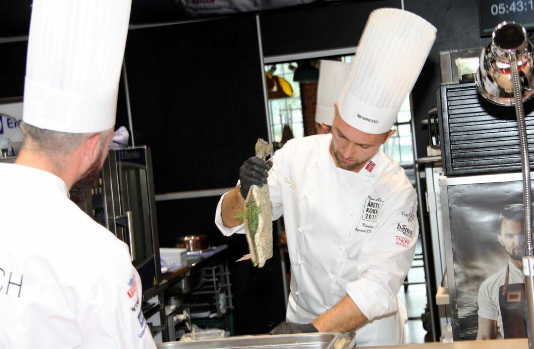 Øyvind Bøe Dalelv, som vant sølv i Årets kokk tidligere i måneden, vant NM i kokkekunst i 2016. I år er 10 nye deltakere klare, de fire første er allerede godt i gang. (Foto: Morten Holt)