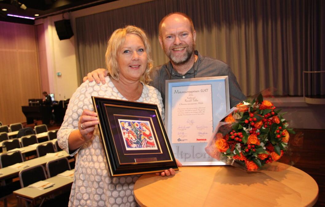 Vinneren av Matomsorgsprisen 2017, Ronald Takke, sammen med kona Nina Skovly etter prisutdelingen på Oslo Kongressenter. (Foto: Morten Holt)