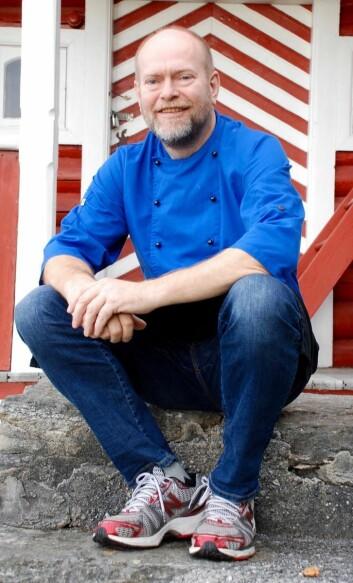 Ronald Takke er kjøkkensjef på Glomstua omsorgssenter. (Foto: Elisabeth Strøm)