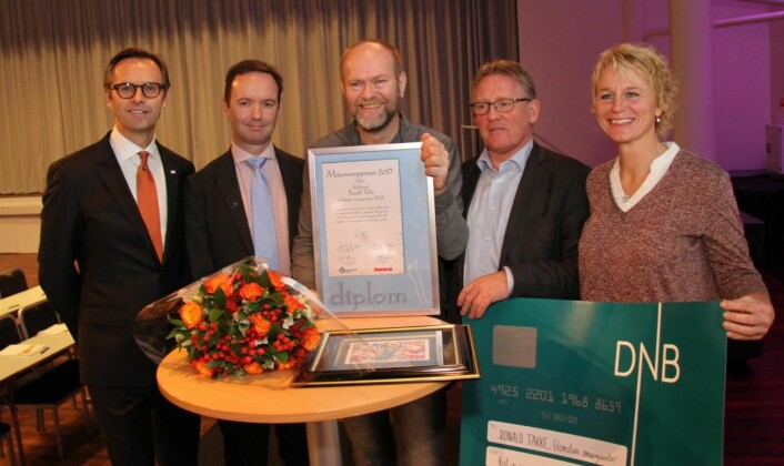Ronald Takke (midten) sammen med juryen for Matomsorgsprisen. (Foto: Morten Holt)
