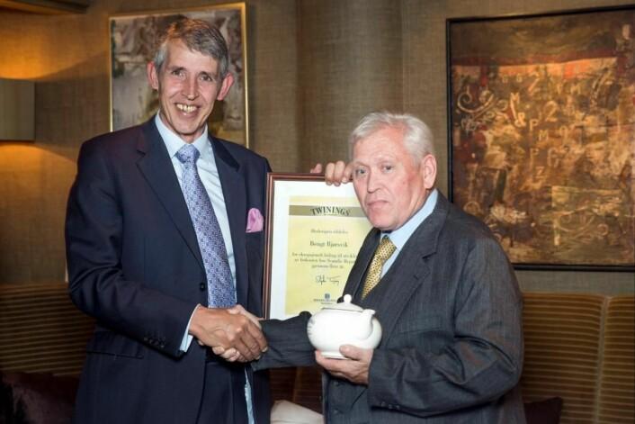 Hedersprisvinner Bengt Bjørsvik sammen med Stephen Twining. (Foto: Ihne Pedersen/Haugen-Gruppen)