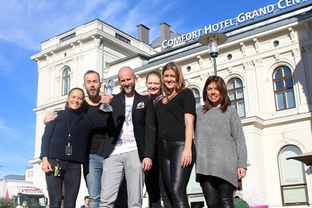 Oslohotellet Comfort Hotel Grand Central gikk av med seieren da Choice Hotels International kåret Europas beste Comfort-hotell.  Her hotelldirektør på Comfort Hotel Grand Central, Robert Holan, og Nordic Choice Hotels Deputy CEO, Bjørn Arild Wisth. (Foto: Nordic Choice Hotels)