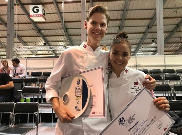 Gull til Aleksander L. Vardal og commis Runa Kvendseth i HB Global Chef Challenge i Tsjekkia. (Foto: NKL)