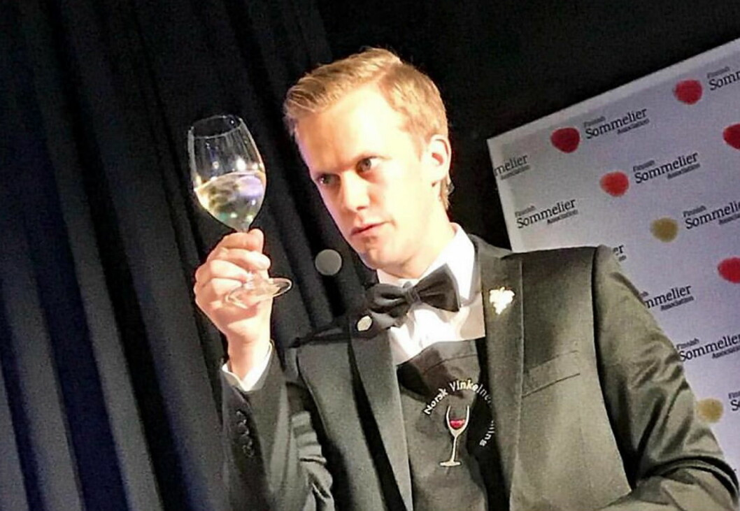 Henrik Dahl Jahnsen endte på andreplass i Nordisk mesterskap for vinkelnere. (Foto: Norsk Vinkelnerforening)