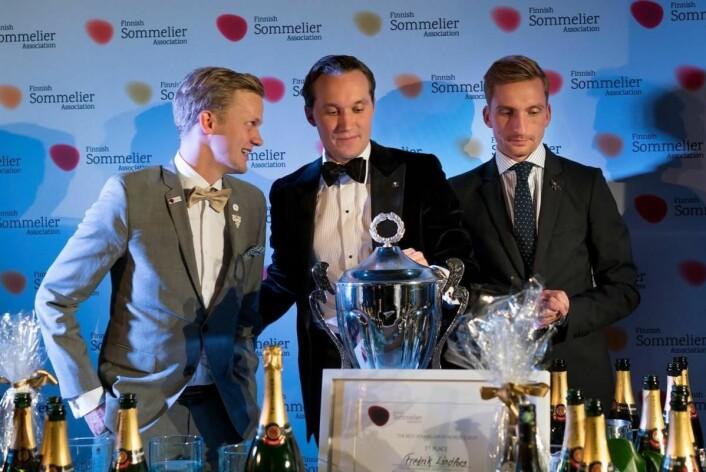 De tre beste i Nordisk mesterskap for vinkelnere 2017. Fra venstre sølvvinner Henrik Dahl Jahnsen, vinner Fredrik Lindfors og bronsevinner Rasmus Marqvart. (Foto; Norsk vinkelnerforening)