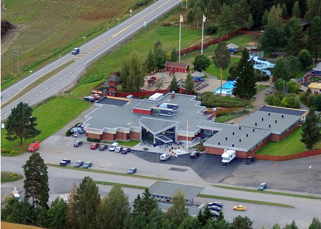 Slobrua Gjestegård ligger like inntil E16 i Sør-Odal. (Foto: Slobrua Eiendom)