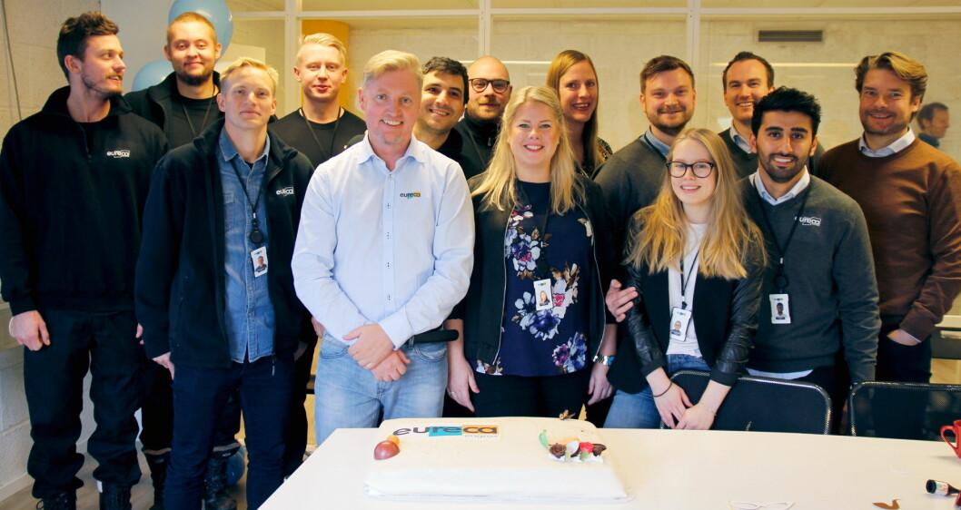Eureca-gjengen feiret åpningen med kake. (Foto: Nils Henrik Sjo)