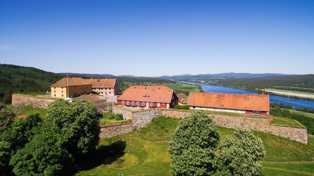 Festningen Hotel & Resort i Kongsvinger, med Glomma og Glåmdalen nordover i bakgrunnen. (Foto: De Historiske Hotel & Spisesteder)