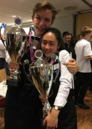 Jenny Nguyen fra Cru Vin og Kjøkken og Ole August Rosengren fra BA 53 vant gullet i servitørklassen. (Foto: Privat)