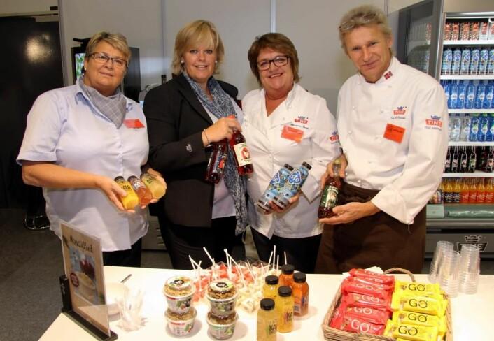 Tine Partner med en rekke av nyhetene som presenteres på Østlandske Storhusholdning. Fra venstre Randi Frustøl, Anne Hoffsbakken, Margunn Berge og Jan A. Pedersen. (Foto: Morten Holt)