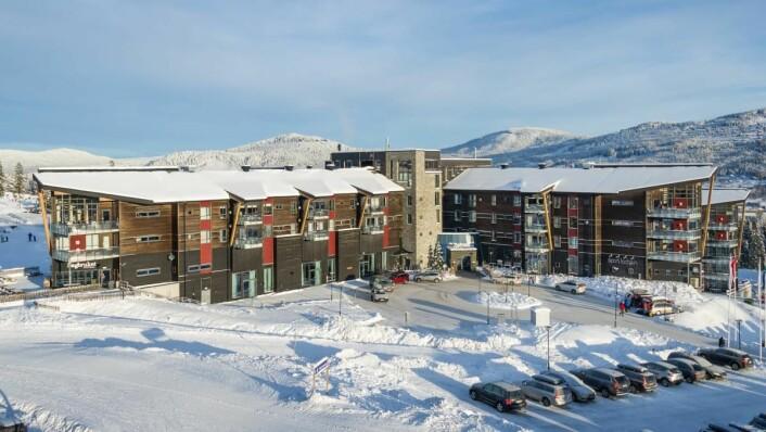 Det er to Radisson Blu-hoteller i Trysil, Radisson Blu Resort Trysil (bildet) på sørøstsiden av fjellet, og Radisson Blu Mountain Resort & Residences Trysil i Fageråsen. (Foto: Ola Matsson/Skistar)