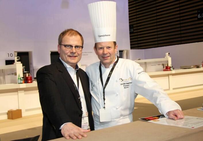 Daglig leder i stiftelsen Bocuse d'Or Norge, Arne Sørvig, sammen med Lars Erik Underthun, som driver restaurant Feinschmecker i Oslo. (Foto: Morten Holt)