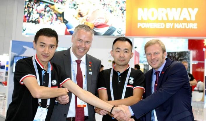 Atle Hovi (nummer to fra venstre) og Tor Håvard Kolbu på World Winter Sport Expo i Beijing. (Foto: DestinasjonsKirurgene)