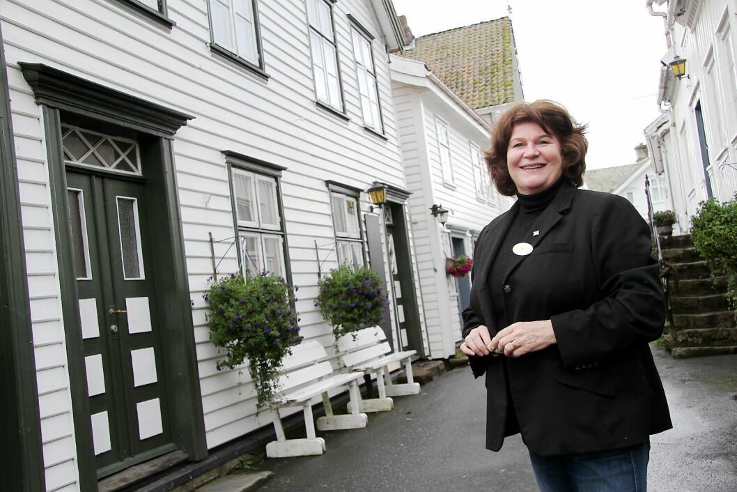 Eli Laupstad Omdal i gaten i Sogndalstrand. (Foto: Morten Holt)