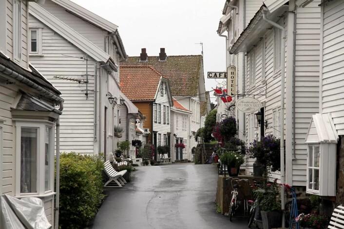 Sogndalstrand var preget av forfall da Jan Oddvar Omdal og Eli Laupstad Omdal begynte gjenreisningen av stedet på 1990-tallet. (Foto: Morten Holt)