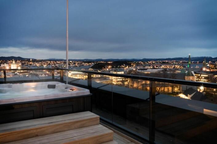 På toppen av Radisson Blu Atlantic Hotel, Stavanger. (Foto: Lisa Löwenborg)