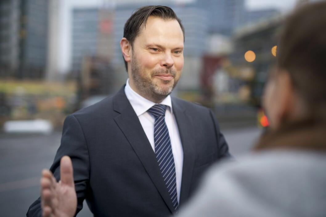 Nils Kristian Lie (bildet) og Ole André Oftebro er partnere i Ræders arbeidsrettsavdeling. Ræder representerer en del store aktører innen hotell- og restaurantbransjen, og har derfor satt seg grundig inn i allmenngjøringsvedtaket fra Tariffnemnda 3. november i år. (Foto: Ræder)