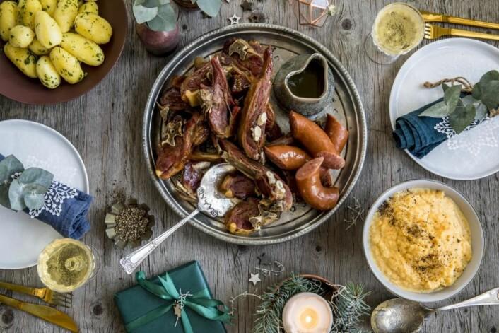 34 prosent av den norske befolkningen spiser pinnekjøtt på julaften. (Foto: Matprat.no)