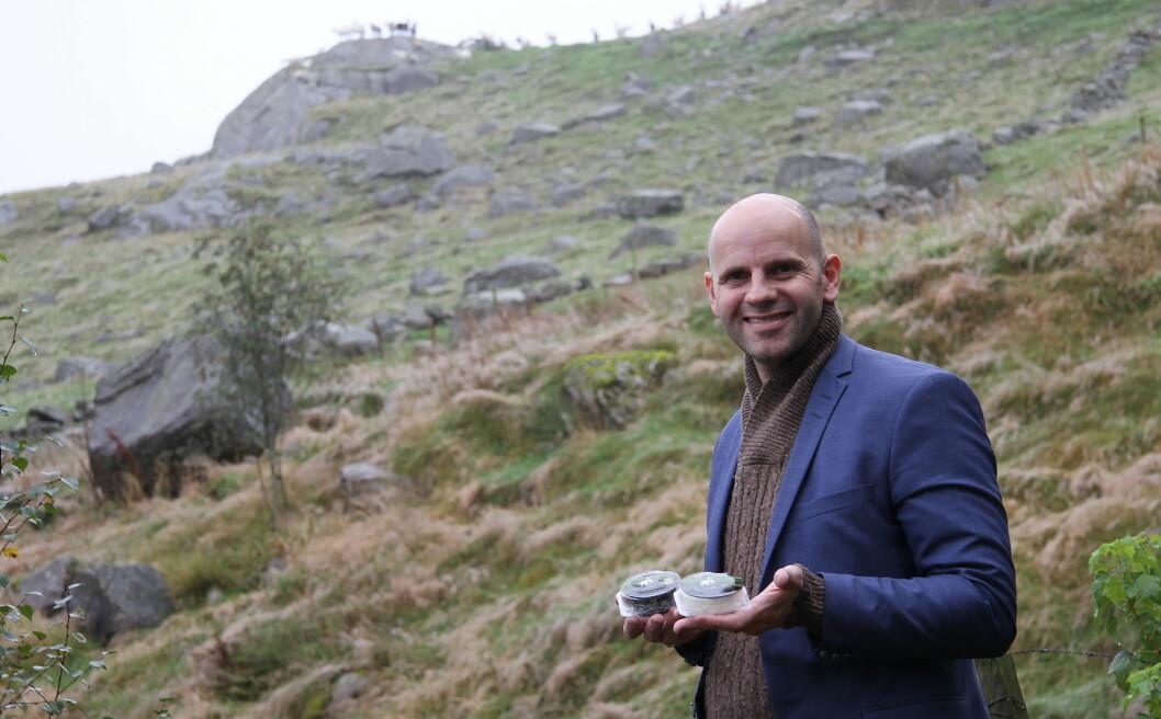 Bo Jensen satser enda hardere på sin osteproduksjon i 2018. Her med Lille Aske og Fjelltopp. (Foto: Morten Holt)