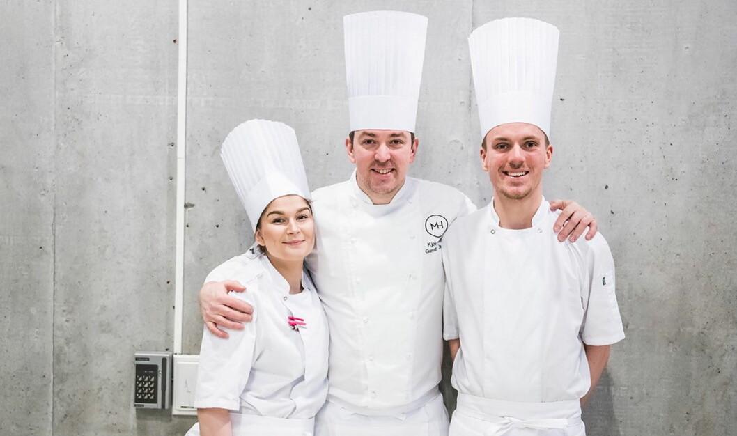Mathallen Tromsøs kokkelærlinger vant Norgescup 2018. Fra venstre Madelen Camilla Rolland, lagleder Gunnar Jensen og Jon Erlend Matre. (Foto: Arrangøren)