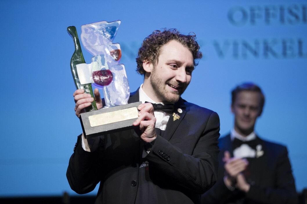 Simon Zimmermann vant NM for vinkelnere i fjor. Denne helga kåres en ny norgesmester. (Foto: Norsk Vinkelnerforening, arkiv)