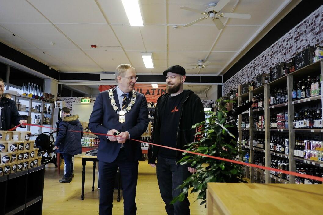 Ordfører I Tønsberg, Petter Berg, sto i dag for den offisielle åpningen av den nye butikken. (Foto: Gulating)