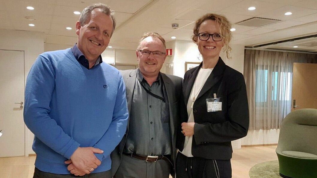 Kristin Austigard har kjøpt Sigve Skrettings (til venstre) aksjer i Ipax Mat AS, og samtidig endret selskapets navn til Moril AS. Her er det to sammen med statsråd Per Sandberg. (Arkivfoto: Det Norske Måltid)