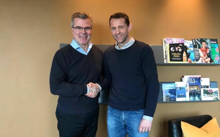Kjededirektør for Smarthotel, Ørjan Kjærstad, sammen med hotelldirektør for Bergen Harbour Hotel, Jan Petter Eilertsen. (Foto: Smarthotel)